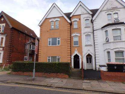2 Bedrooms Flat for sale in Shakespeare Road, Bedford, Bedfordshire