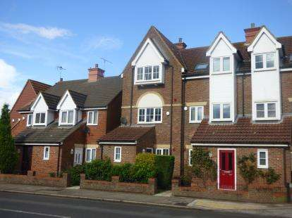 4 Bedrooms House for sale in The Blackbirds, Watling Street, Hockliffe, Bedfordshire