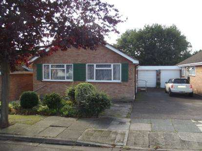 2 Bedrooms Bungalow for sale in Silvercliffe Gardens, Barnet