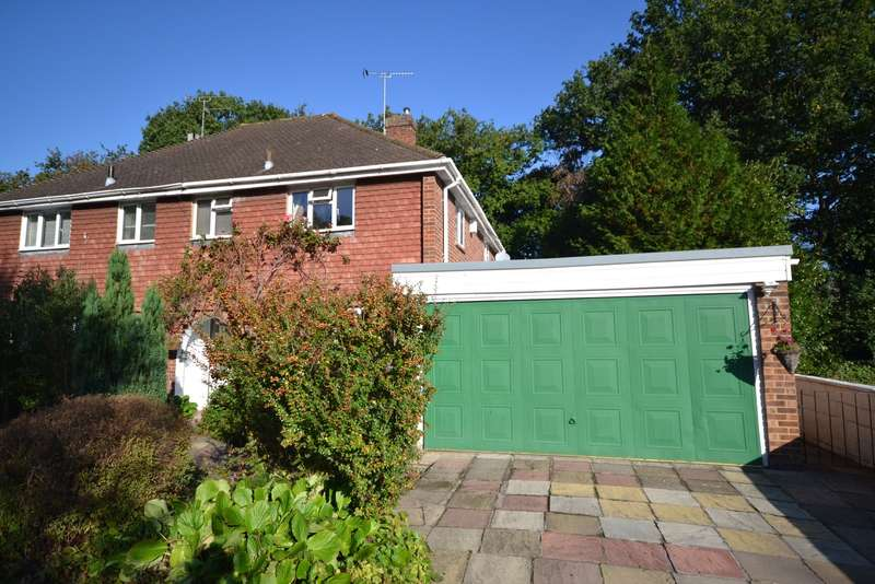 3 Bedrooms Semi Detached House for sale in Pyrford
