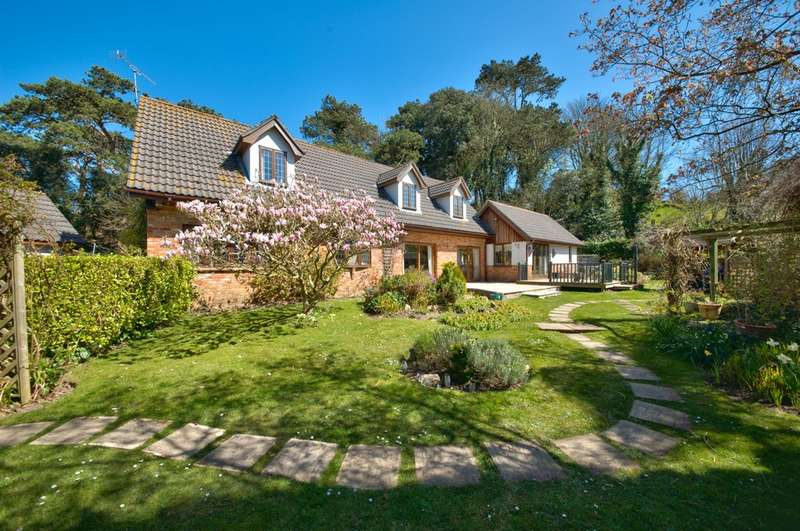 4 Bedrooms Detached House for sale in Cliff Road, Totland Bay