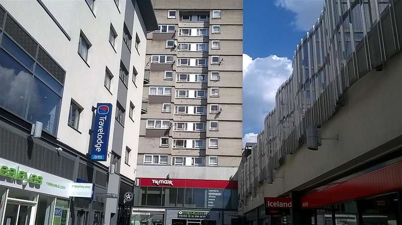 1 Bedroom Flat for sale in Manor Court, Central Square, Wembley Middlesex, HA9 7AX