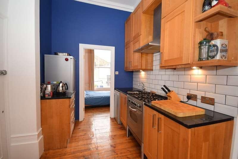 1 Bedroom Flat for sale in Shacklewell Lane, London, London, E8
