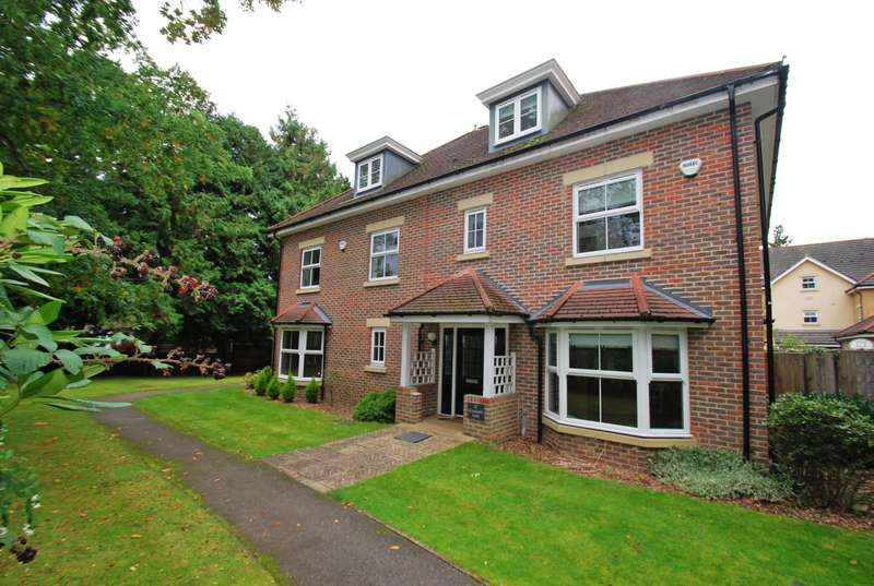 4 Bedrooms Semi Detached House for sale in Cranwells Lane, Farnham Common, SL2
