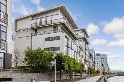 3 Bedrooms Flat for sale in Meadowside Quay Walk, Glasgow Harbour