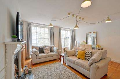 2 Bedrooms Flat for sale in St. Columb Major, Cornwall
