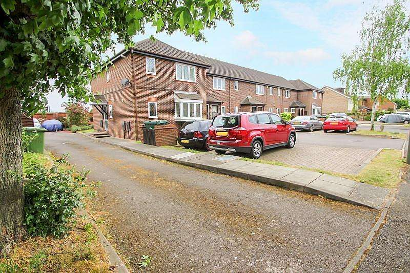 2 Bedrooms Flat for rent in Maple Gardens, Staines-Upon-Thames, TW19