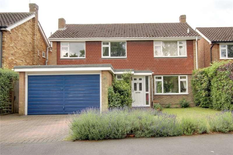 5 Bedrooms Detached House for sale in Waverley Drive, Chertsey, Surrey, KT16