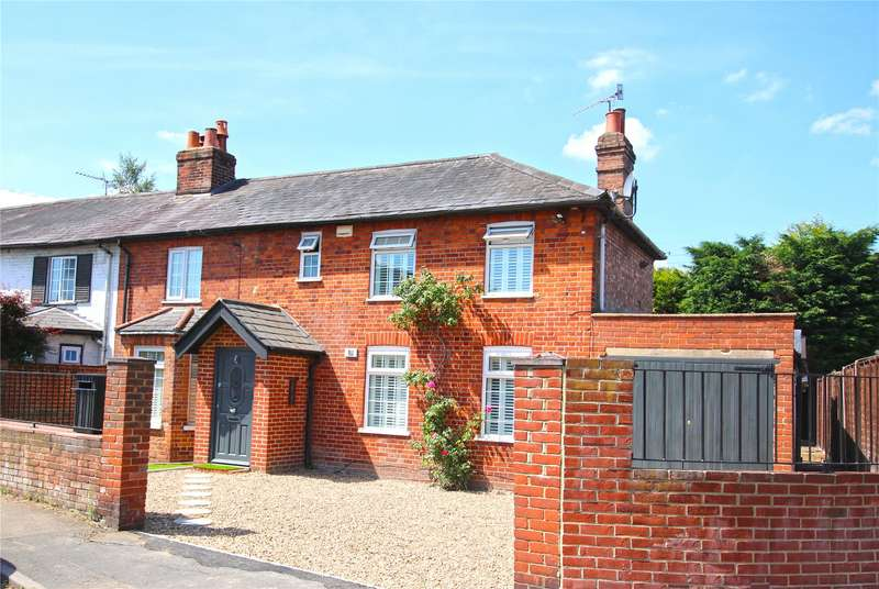 3 Bedrooms Semi Detached House for sale in Chertsey Road, Byfleet, West Byfleet, Surrey, KT14