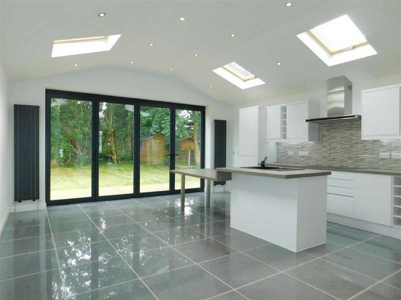 3 Bedrooms Semi Detached House for sale in St. Davids Road, Cheadle, Stockport