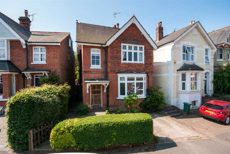 4 Bedrooms Detached House for sale in Fengates Road, Redhill, Surrey, RH1