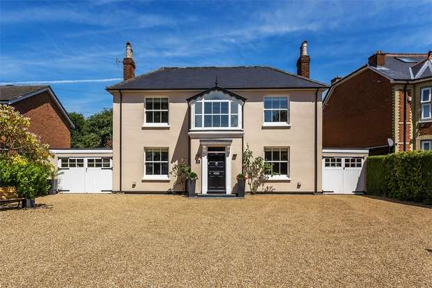 4 Bedrooms Detached House for sale in Knaphill, Woking, Surrey