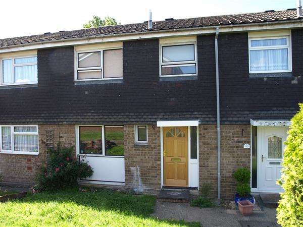 3 Bedrooms Terraced House for sale in Gilbert Road, Frimley, GU16