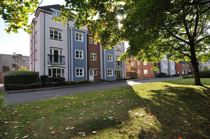 2 Bedrooms Apartment Flat for sale in Shottery Close, Ipsley, Redditch