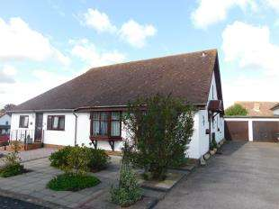 2 Bedrooms Bungalow for sale in Wingrove Drive, Weavering, Maidstone, Kent