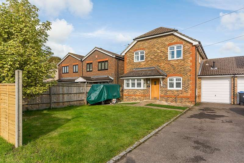 4 Bedrooms Detached House for sale in Addlestone