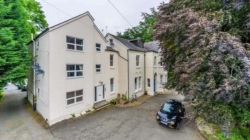 2 Bedrooms Apartment Flat for sale in Holmewood Close, Kenilworth