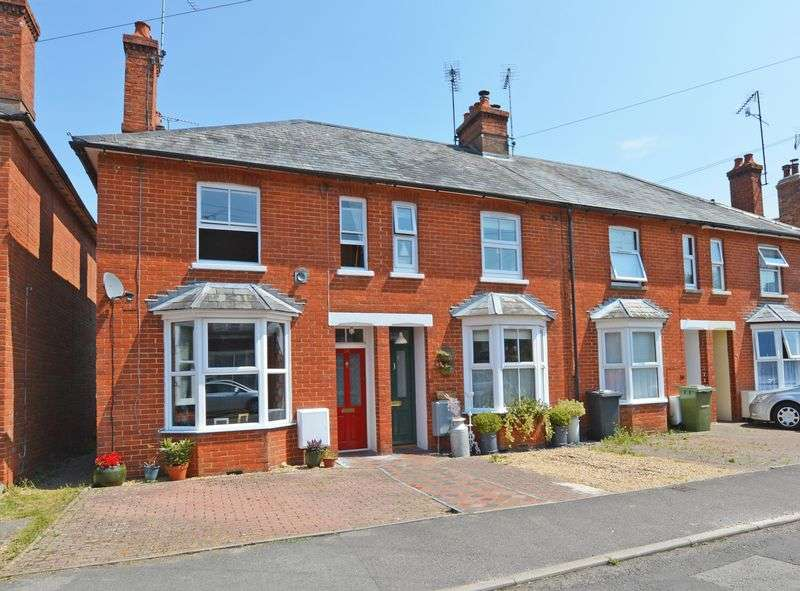 3 Bedrooms Property for sale in Queens Road, Alton