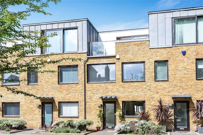 3 Bedrooms Terraced House for sale in Queen Annes Square, London, SE1