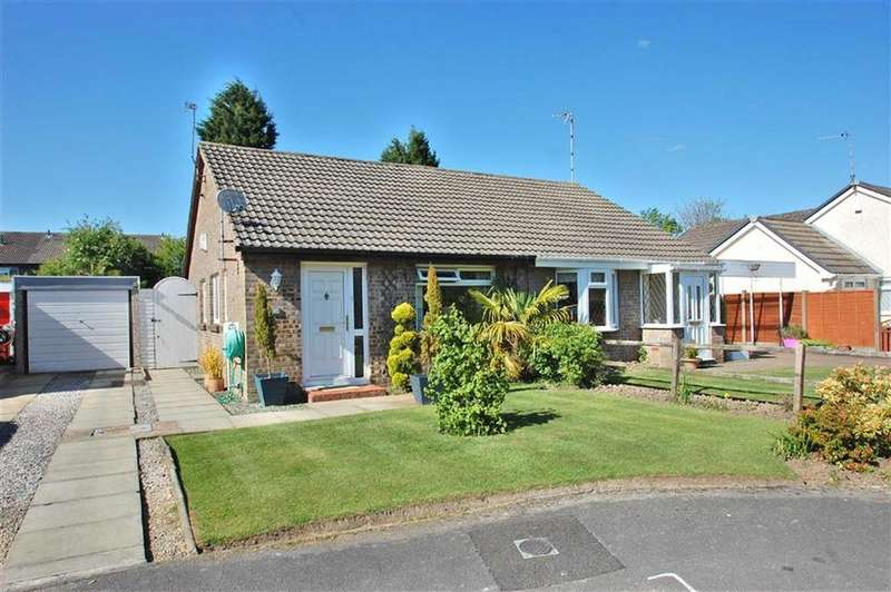2 Bedrooms Semi Detached Bungalow for sale in Totnes Avenue, Bramhall, Cheshire