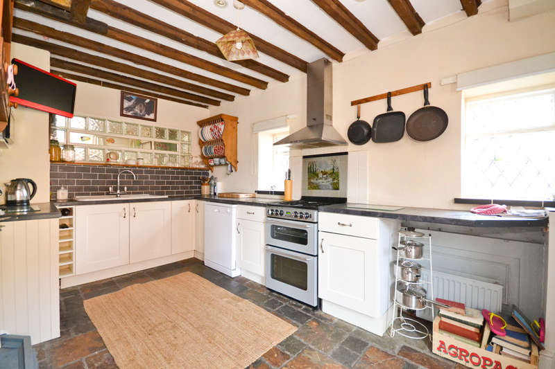 3 Bedrooms Detached House for sale in Brading, Isle Of Wight