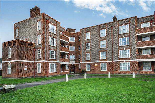 3 Bedrooms Terraced House for sale in Morden House, London Road, MORDEN, Surrey, SM4 5HH