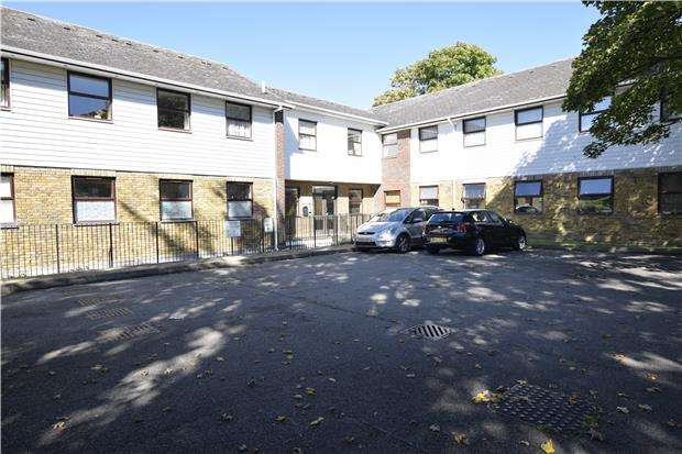 2 Bedrooms Flat for sale in Churchill Court, 9 Gladstone Rd, ORPINGTON, Kent, BR6