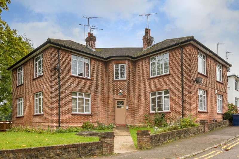 2 Bedrooms Flat for sale in Nether Close, Finchley Central, N3