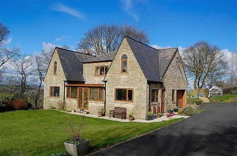 5 Bedrooms Detached House for sale in April Gardens, Queensbury, BD13