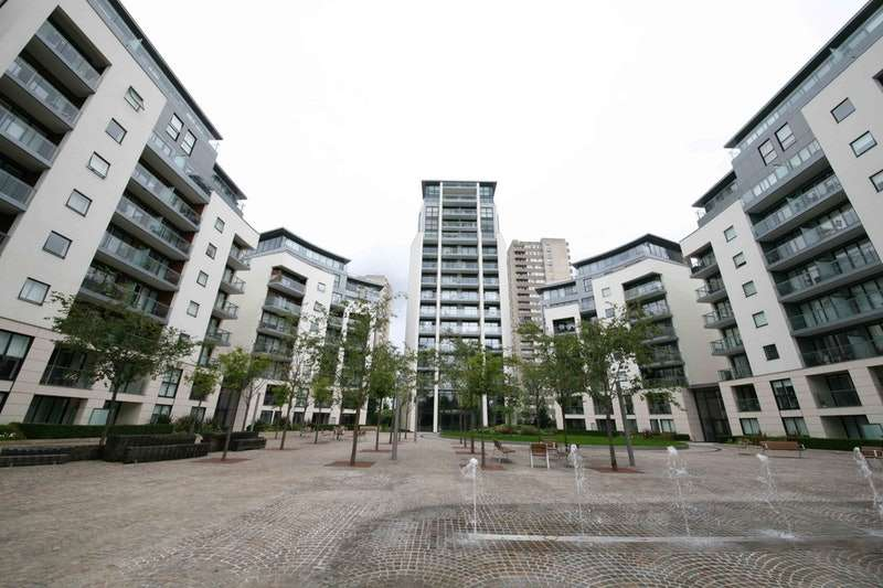 2 Bedrooms Flat for sale in Pump House Crescent, Brentford, London, TW8