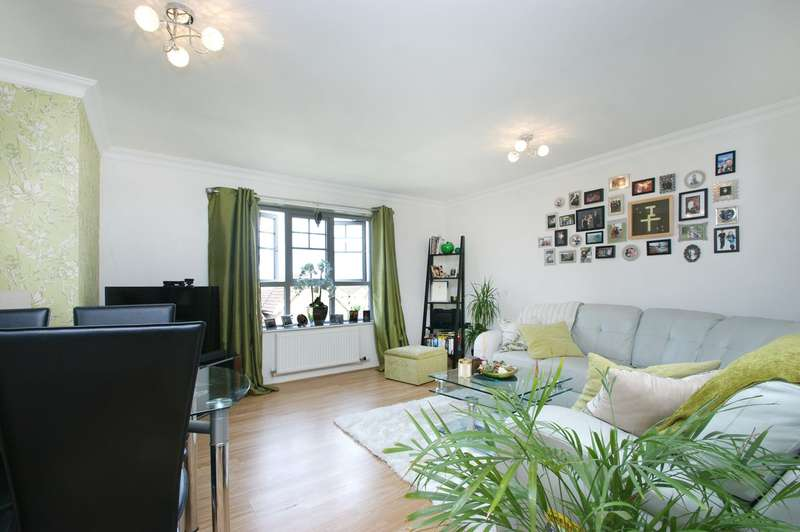 2 Bedrooms Apartment Flat for sale in Redbarn Drive, York, YO10