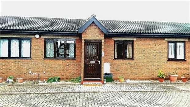 1 Bedroom Retirement Property for sale in Bletchingley Close, THORNTON HEATH, Surrey