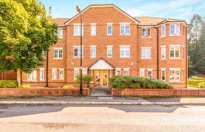 2 Bedrooms Flat for sale in Chelsfield Grove, Chorlton, Manchester, Greater Manchester