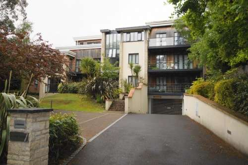 2 Bedrooms Flat for sale in Cedar Lodge, 7 Glenferness Avenue, Talbot Woods, Dorset