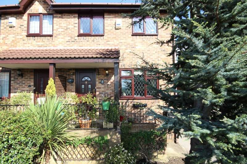 3 Bedrooms Semi Detached House for sale in Castle Hill View, Heckmondwike, West Yorkshire, WF16