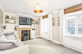 4 Bedrooms Maisonette Flat for sale in Upper Elmers End Road, Beckenham, Kent, Uk