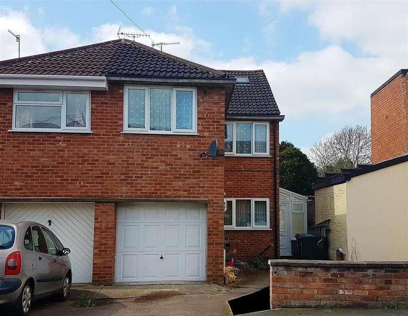 3 Bedrooms Semi Detached House for sale in Pickard Street, Warwick
