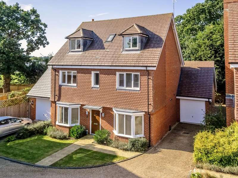 5 Bedrooms Detached House for sale in Pines Ridge, Horsham, RH12