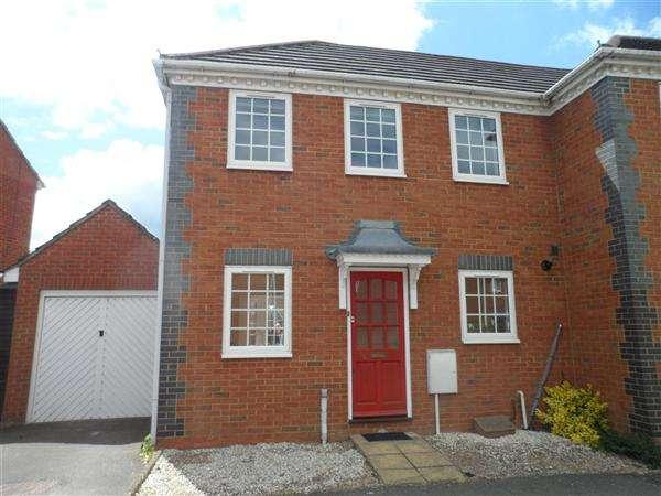 2 Bedrooms Semi Detached House for rent in Lark Vale, Watermead, Aylesbury