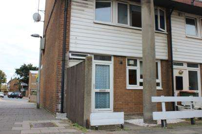 3 Bedrooms Maisonette Flat for sale in Stratford, London, England