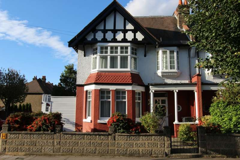 4 Bedrooms Semi Detached House for sale in Bingham Road, Addiscombe, CR0