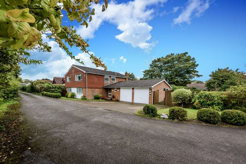4 Bedrooms Detached House for sale in Church View, Halton Village, Aylesbury, Buckinghamshire, HP22