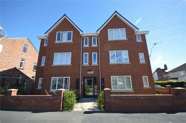 2 Bedrooms Flat for sale in The Elms, Ash Road, Bebington, Merseyside