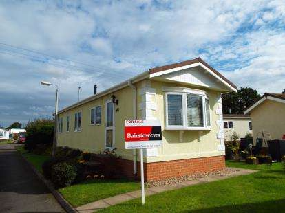 2 Bedrooms Mobile Home for sale in St. James Park, Featherstone, Wolverhampton