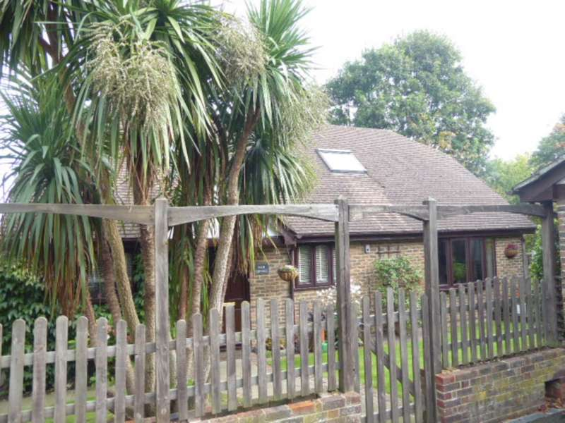 3 Bedrooms Detached House for sale in King Henrys Road, Lewes