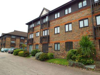 1 Bedroom Retirement Property for sale in Vienna Close, Ilford, Essex