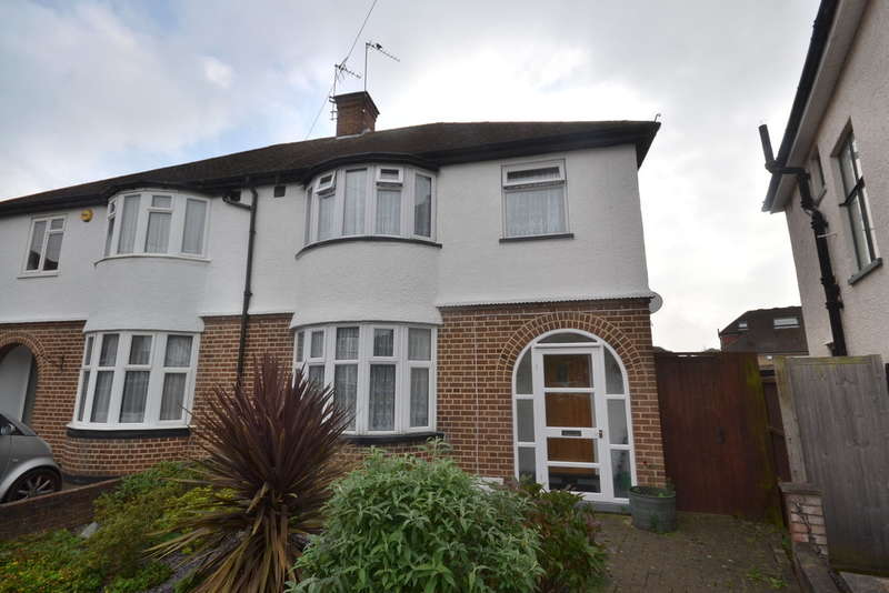 3 Bedrooms Semi Detached House for sale in Lansdowne Close, Garston Watford