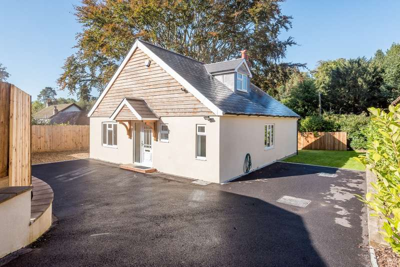 4 Bedrooms Bungalow for sale in Headley Down