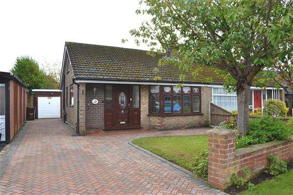 2 Bedrooms Semi Detached Bungalow for sale in Chestnut Drive South, Pennington