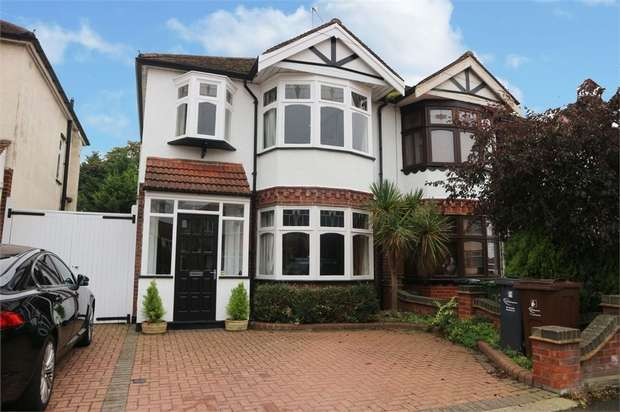 3 Bedrooms Semi Detached House for sale in Pemberton Gardens, Romford, Essex